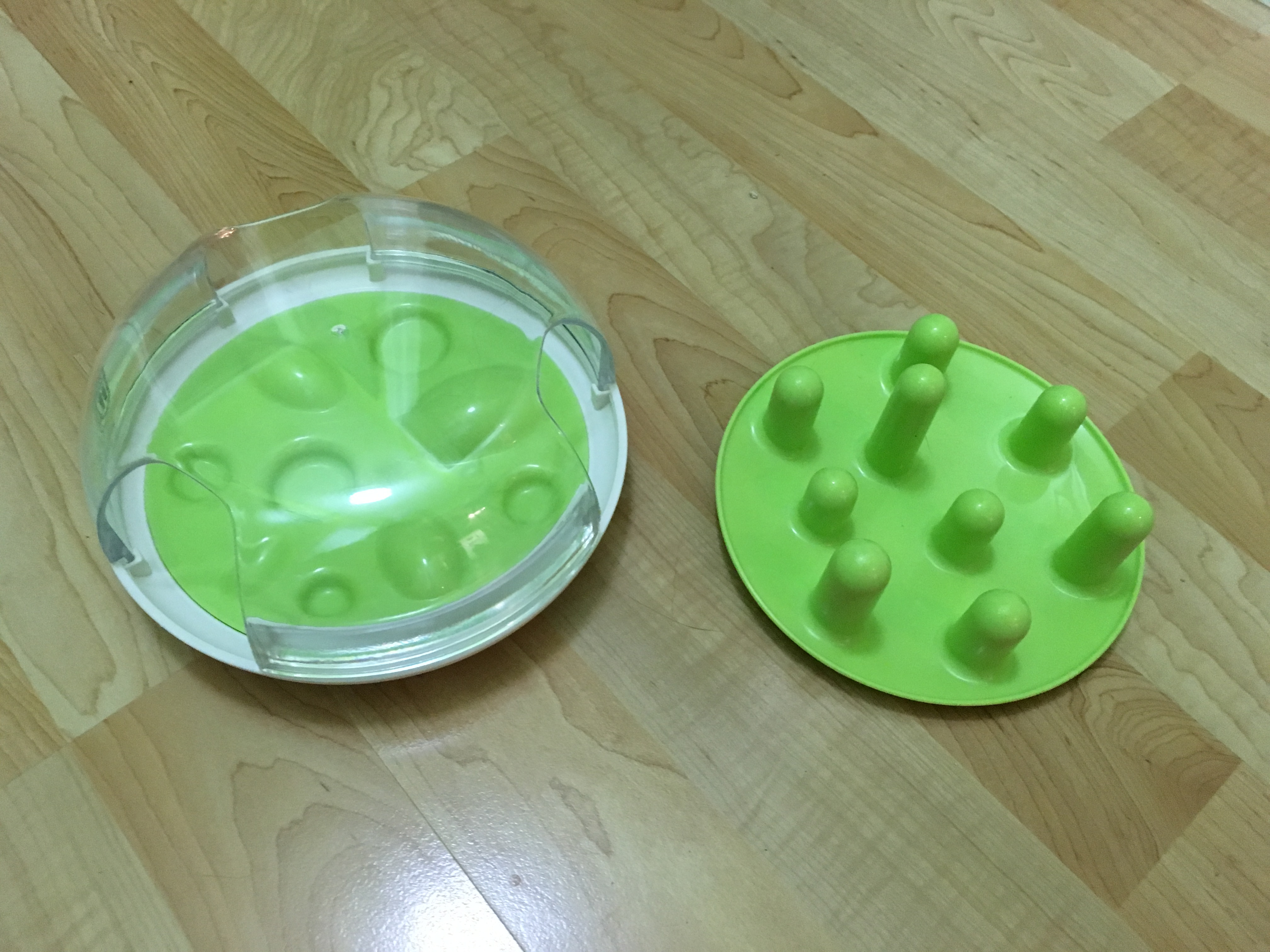 The interchangeable plates make this is two toys in one!